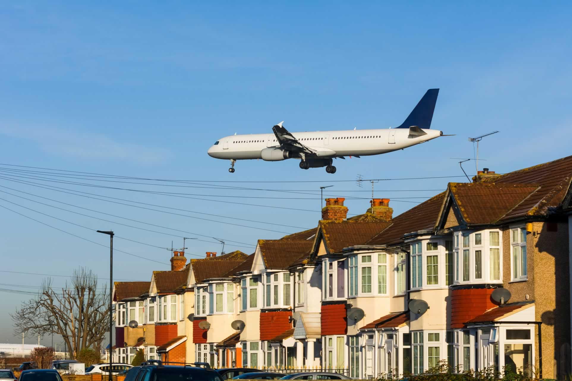 Low-flying plane