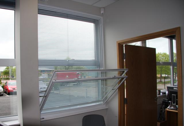 tilt-in vertical slider
